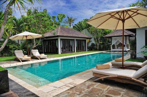 Бали объявил об открытии для иностранных туристов: кого будут пускать?