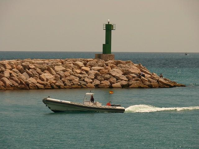 На севере Норвегии перевернулась лодка с российскими рыбаками