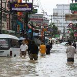 Наводнение вТайланде: туристы острова Самуи стали заложниками стихии