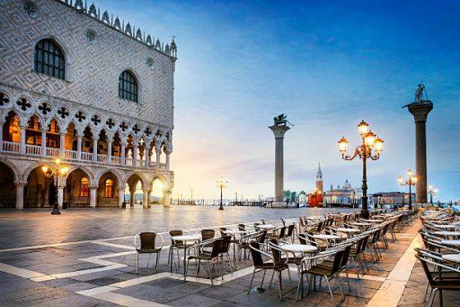 На улицах Венеции запретили продавать гамбургеры с колой