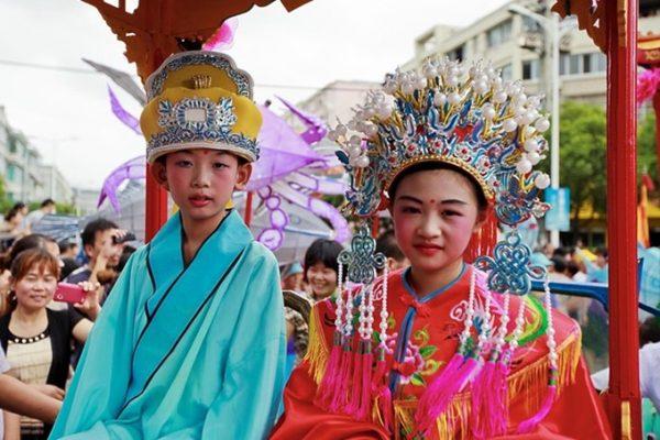 фестиваль голодных духов в Тайланде