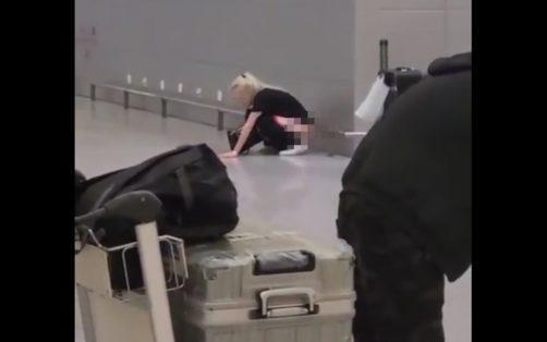 Российская туристка справила нужду прямо на стойке регистрации в аэропорту и шокировала всех