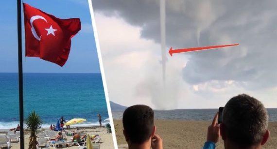 На пляжи Анталии обрушился торнадо: 6 туристов пострадали