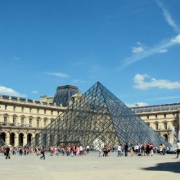 В Лувре можно посмотреть на Мону Лизу глазами Бьёнс