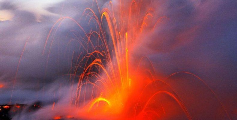 На острове Гавайи извергается вулкан Килауэа