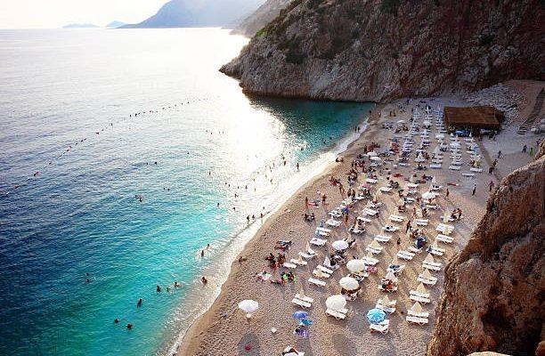 Пляж Капуташ в Турции вошел в рейтинг самых красивых в мире