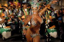 Дикие танцы и девушки в бикини ждут туристов