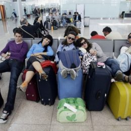 Туристы ждут вылета в Турцию по три дня