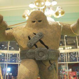 В Праге великан Голем стал аттракционом