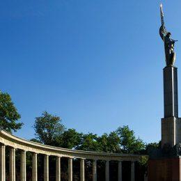 В Вене предотвратили осквернение памятника советскому солдату