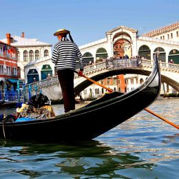 В Венеции хотят ввести спецналог для туристов