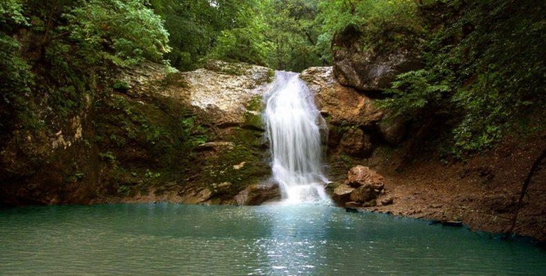 Живописные водопады Руфабго