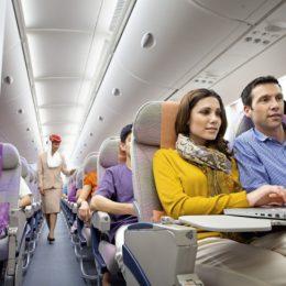 Вещи, которые пассажиры чаще всего забывают в самолете
